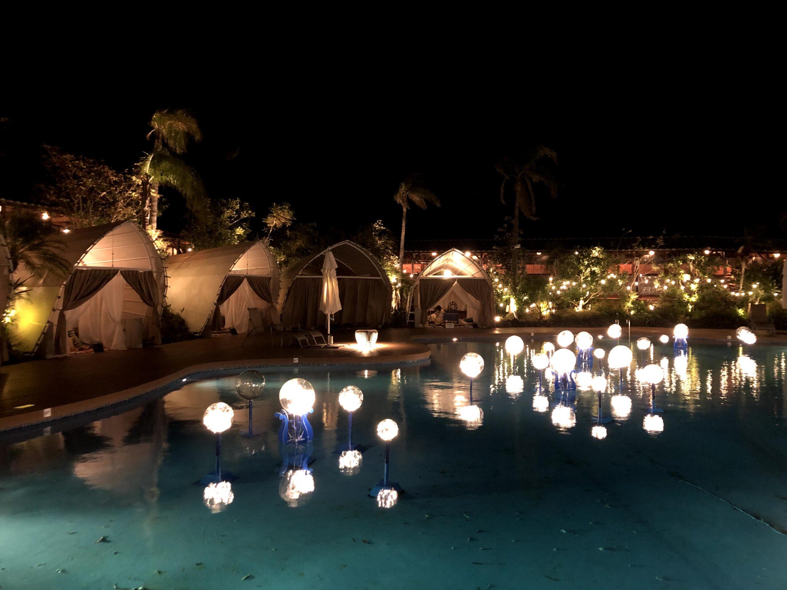 クリスマス時期のプール