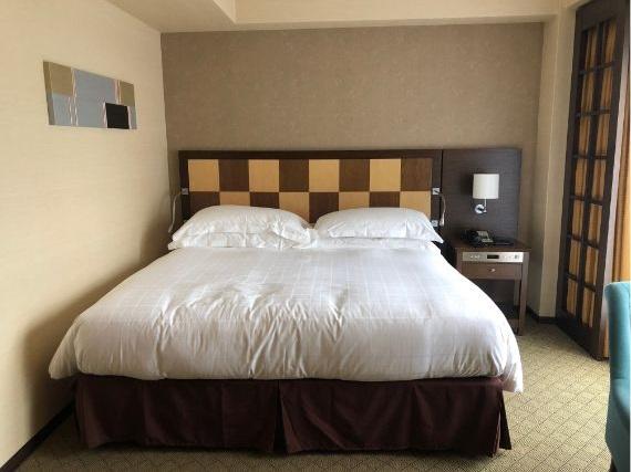 シェラトン都ホテル東京のプレミアムキングベッド