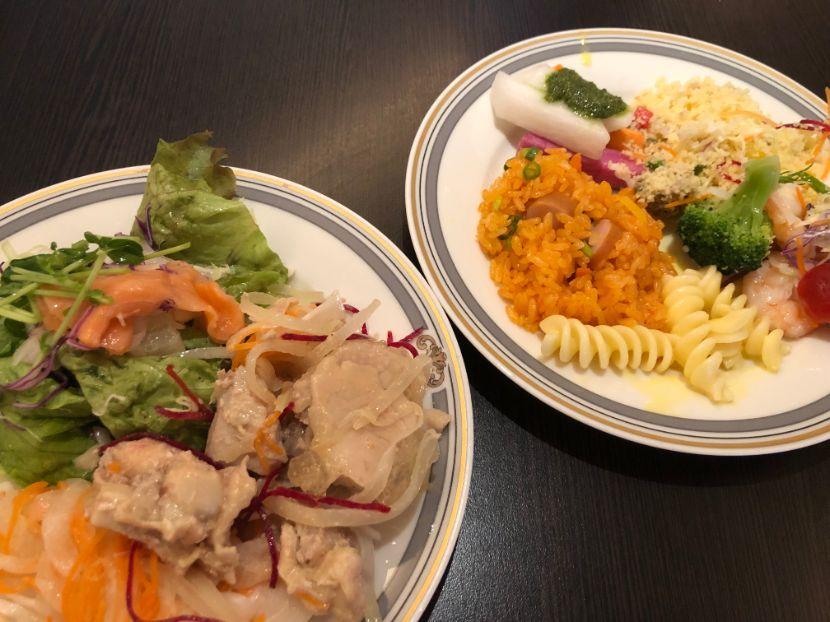 シェラトングランデトーキョーベイのラウンジカクテルタイムの食事画像
