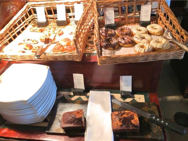 アルマハのレストラン朝食ビュッフェの内容:パン