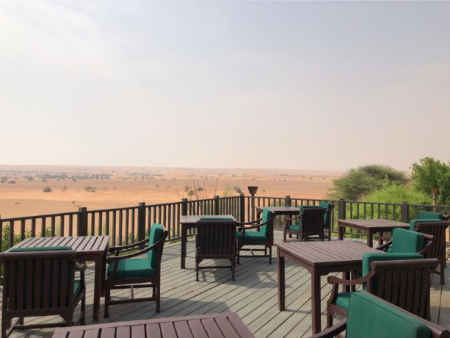 アルマハのレストラン外の風景