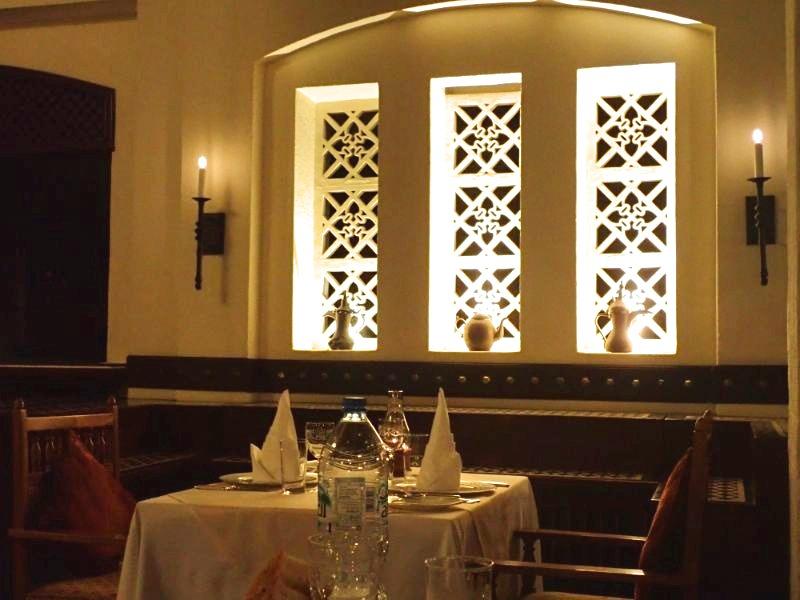 アルマハのレストランディナーメニュー