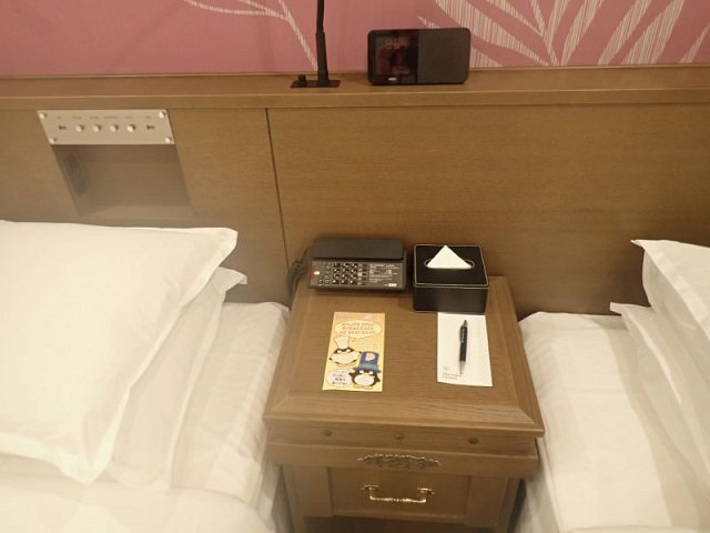 シェラトングランデトーキョーベイのパークビュールームの枕元備品