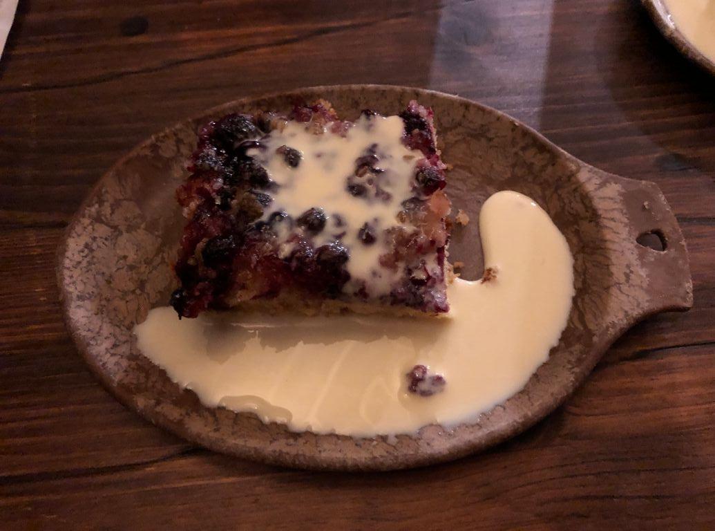 ロヴァニィ号の食事デザートのベリーケーキ