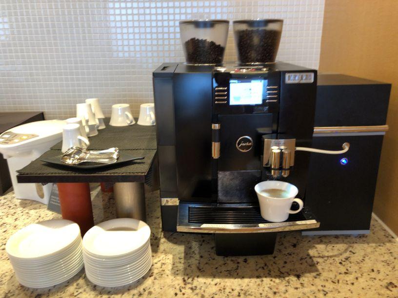 ラウンジのコーヒーマシーン
