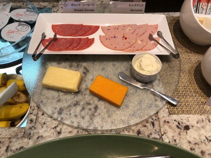シェラトン広島ラウンジ朝食のウインナー・ハム