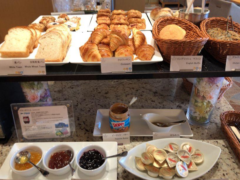 シェラトン広島ラウンジ朝食のパン・デニッシュ類