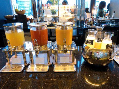 朝食のジュース3種