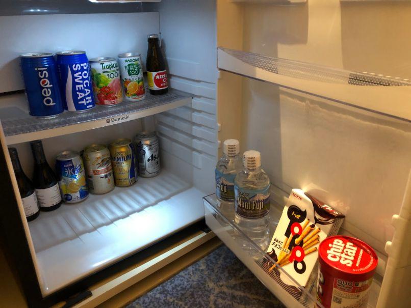 冷蔵庫と中のドリンク