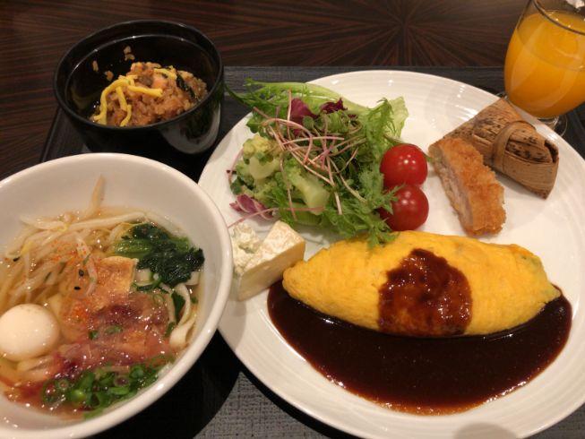 パーゴラで食べた名古屋朝食