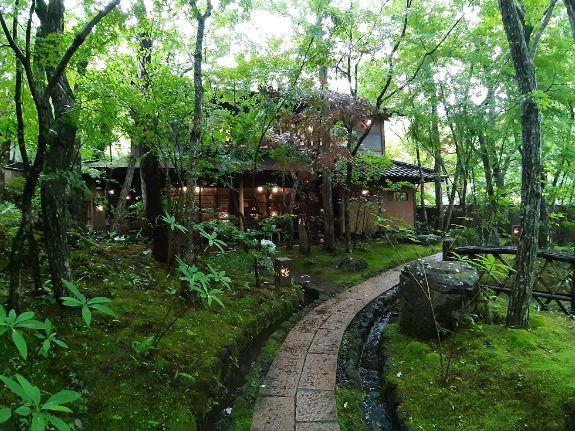 二本の葦束母屋までの景色