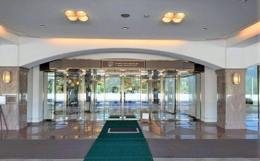 コンベンションセンターの朝食会場入り口