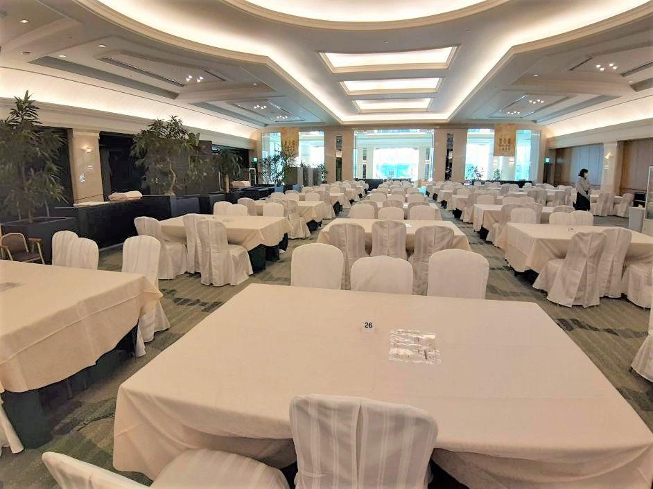 コンベンションセンターの朝食会場