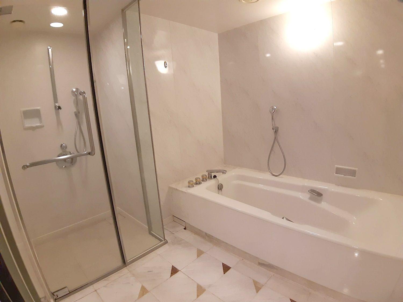 バスルームとシャワールーム
