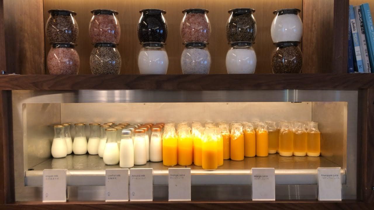 フルーツジュースや牛乳