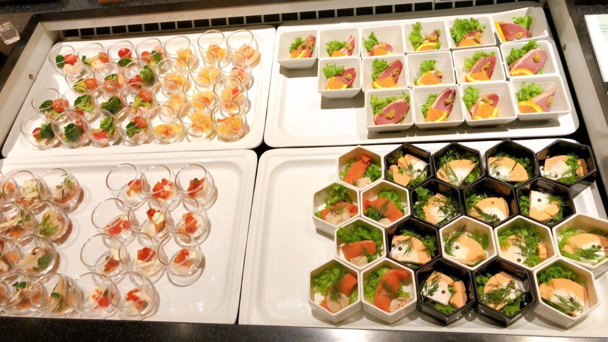 冷菜と蟹・イクラ丼