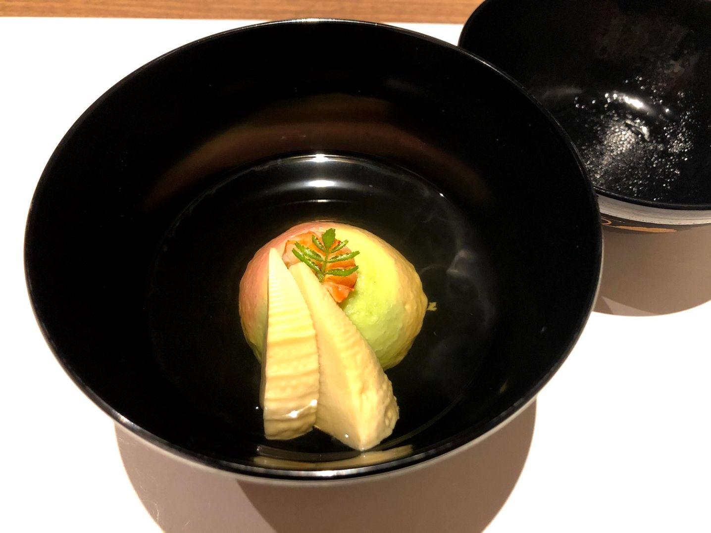 煮物椀 春山三彩真薯(筍 海老旨煮 木の芽)