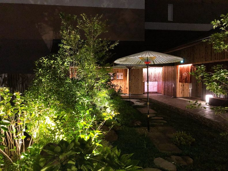 日本庭園夜の景色